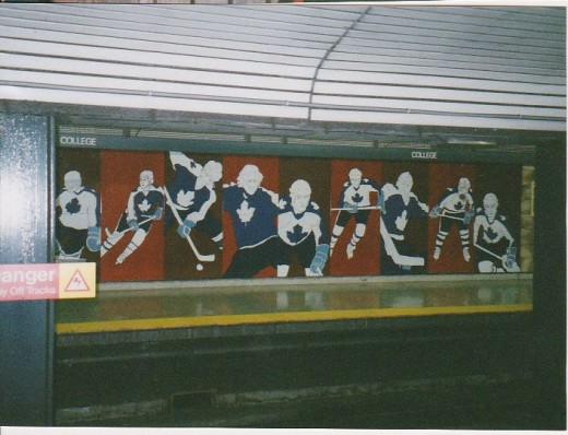 Leafs Subway Mural