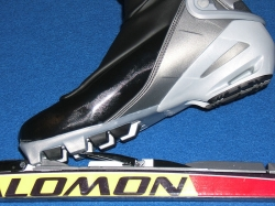 Shoe and binding for Skating in cross country skiing.