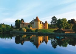 Get married at the chateau of the Domaine des Etangs, Massignac, Charente, France