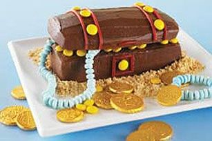Pirate Treasure Cake Idea from: http://www.kraftrecipes.com/recipes/hidden-treasure-chest-cake-91785.aspx