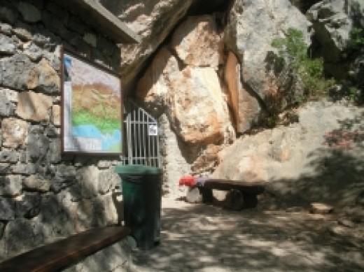 manita pec cave Croatia