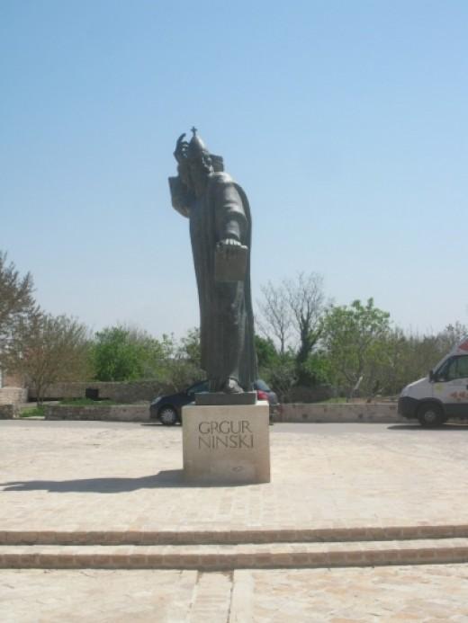 The statue of Grgur Ninski in Nin