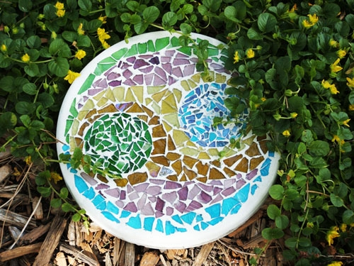 Handmade Stepping Stone Tutorial Using Stained Glass Cobbles