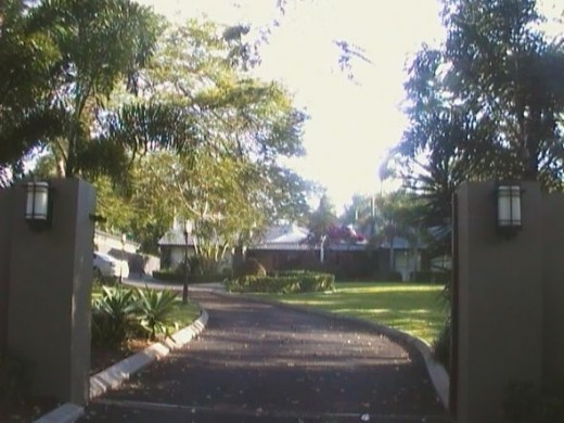Sunnybank House with driveway