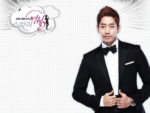 Eric as Kang Woo, a Hallyu Star whose the mission target of both Myung Wol & Choi Ryu