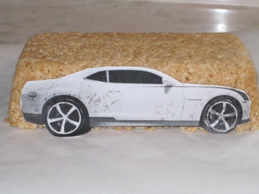How to carve a cake car