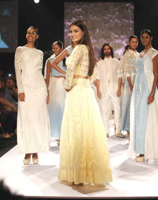 "Dia MIrza for Anita Dongre's ""Varanasi Weaves"" Collection"