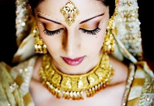 Jewellery is very important in India - the bride puts on a LOT of jewellery!