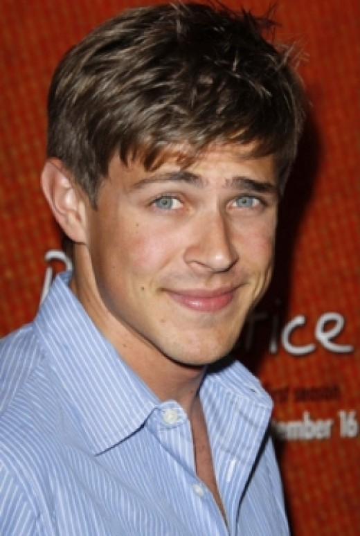Stuart Whitworth will be played by Chris Lowell