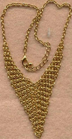 A beautiful golden necklace-this design is popular in both eastern and western cultures