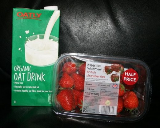 Oat milk and strawberries