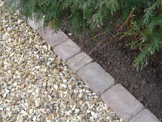 Gravel with robust edging