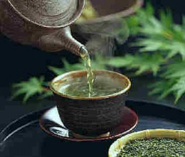 Hot green tea for health