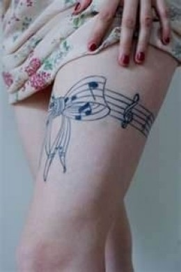 Musical bow with notes on one thigh---not quite a garter but awesome idea!