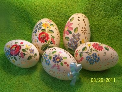 Goose Eggs with Kalocsai Floral Motifs by Gál Magdolna Dürvángerné