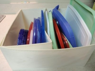 Use SKUBB boxes to organize lids to plastic and glass containers