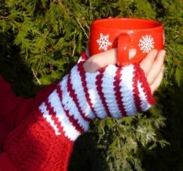 Candy Cane Fingerless Gloves FREE Crochet Pattern
