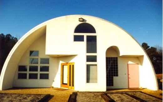 10 cool quonset homes and one really ugly one dengarden for Metal building for home