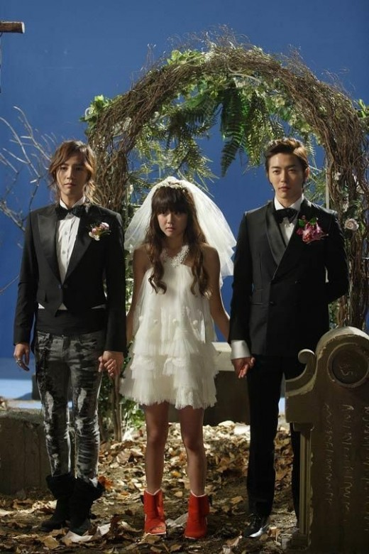 Moon Geun Young as Wei Mae Rei and Kim Jae Wook as Byun Jung In and Jang Geun Suk as Kang Moo Kyul