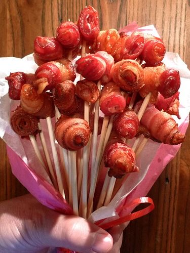 CLICK HERE to learn how to make bacon roses.  Photo Courtesy of http://mylastbite.wordpress.com