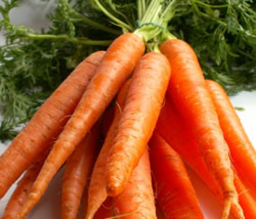 vitamins B6 and C, potassium, and thiamine.   Carrots have a large amount  of antioxidant compounds. Those compounds help fight cardiovascular disease and cancer.