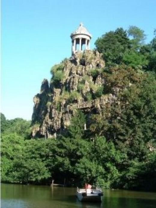 Peak of Parc des Buttes de Chaumont (chavie.net)