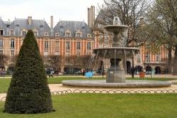 Place des Vosges (planetware.com)