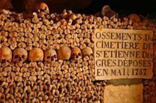 Catacombs of Paris (aeontours.com)