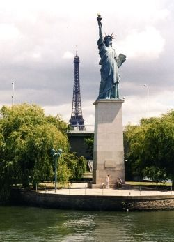 View from Pont Mirabeau (panneauxcols.free.fr)