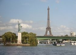 View of Pont Grenelle from Pont Mirabeau (meet99.com)