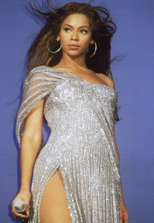 "Beyoncé performing ""Listen"" from the motion picture Dreamgirls during the The Beyoncé Experience tour."