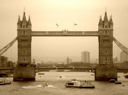 Tower Bridge, photo by ashroc