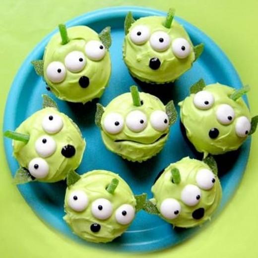 alien cupcakes for Halloween