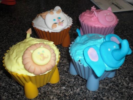 elephant, pig, cat/dog, lion cupcakes.