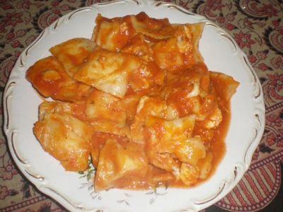 Ravioli with vegetarian tomato sauce