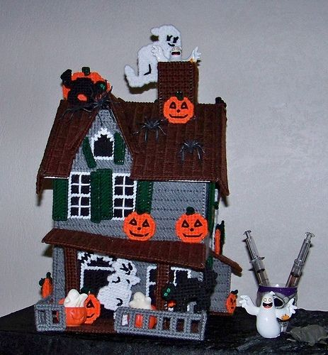 This amazing plastic canvas haunted house by Cailtin Willows can be done in stages, for those with a short attention span, and completed in time for Halloween!