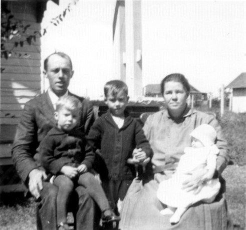 Aunt Marie with her parents: Rev Harry and Daisy Smith