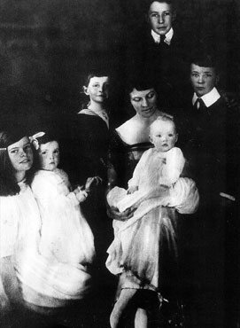 Katharine, aged 8, on the left, with her mother and brothers and sisters