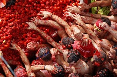 La Tomatina (Tomatina) held in the Valencian town of Buol in Spain, where the participants throw tomatoes at each other.