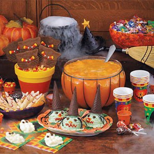 Halloween Party Spread. Fun and Easy Party Ideas
