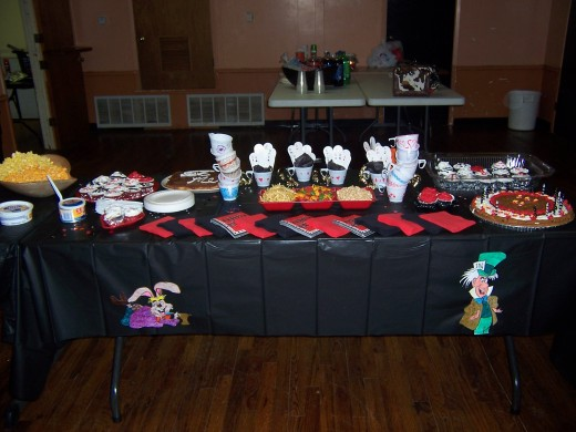 The Alice in Wonderland Party Table