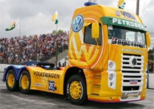 Volkswagen truck Constellation Pace car racing