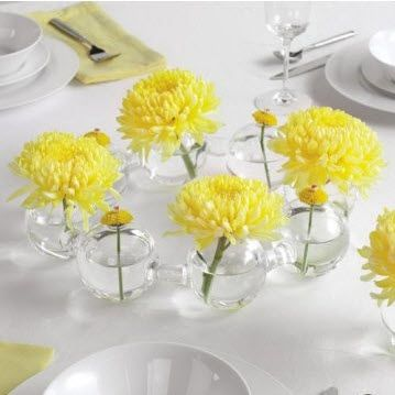 Breakaway Centerpieces from wedding-flowers-and-reception-ideas.com