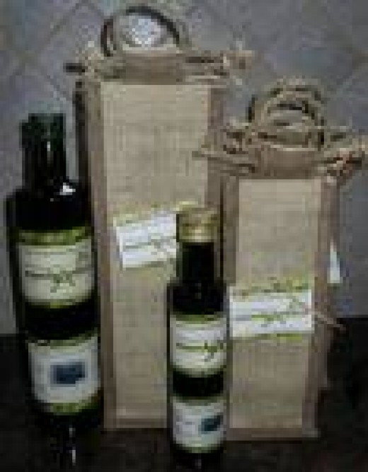 A great gift bag from MonteAntico - a reusable jute bag that biodegrades fully while looking both expensive and classy!