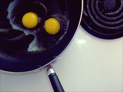 Can fried eggs improve ADHD symptoms? Photo by ClickFlashPhotos.
