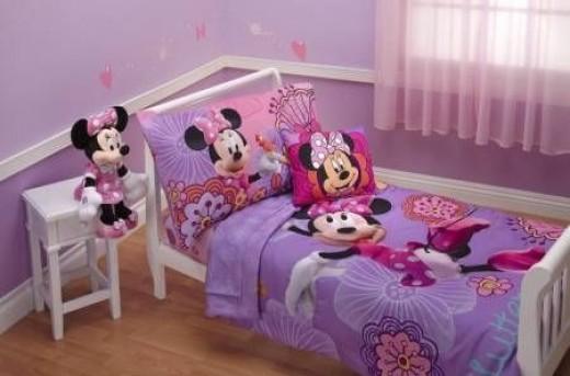 Disney 4 Piece Minnie's Fluttery Friends Set