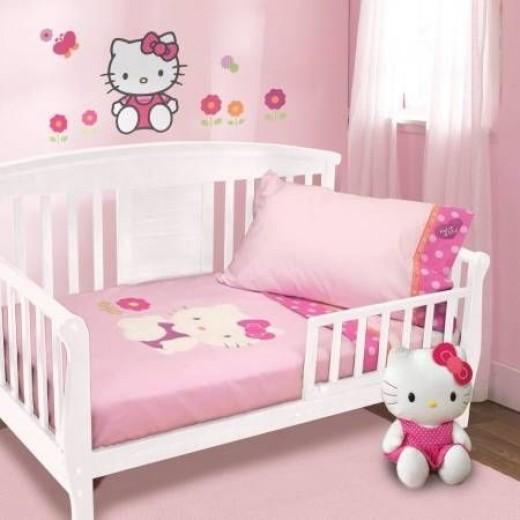 4 Piece Hello Kitty Toddler Bedding Set
