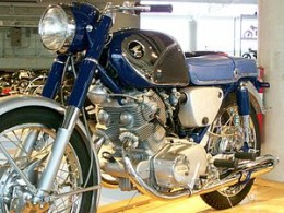 Picture of the 1961 Honda CB77, also known as the SuperHawk. This is the first motorcycle of the CB series!