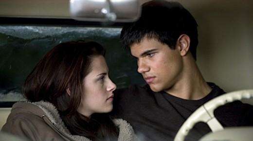 Bella and Jacob Kiss