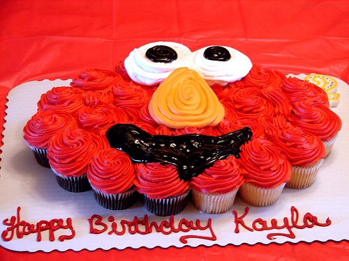 Cupcakes all melded together to make an Elmo face - by ebot http://www.flickr.com/photos/ebot/222632980/